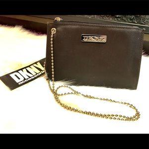 BNWT DKNY pochette